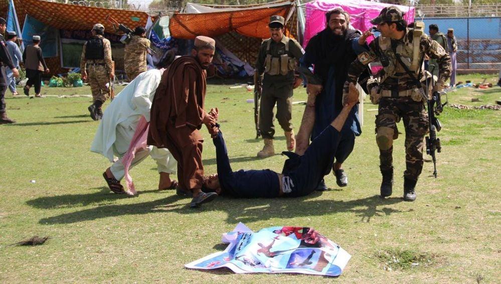 Imagen de después del atentado en un estadio en Afganistán
