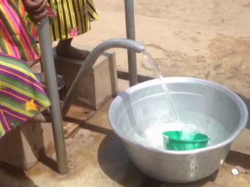 """La falta de agua potable, un arma silenciosa pero mortal: """"Mata a más de 4.500 niños todos los días"""""""