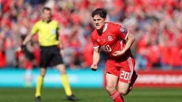 Daniel James celebra su gol ante Eslovaquia