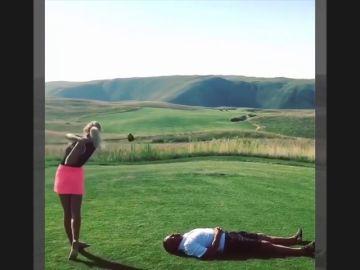 ¡Casi le vuela la cabeza! Ojo al golpe de la golfista y modelo McKenzie O'Connell