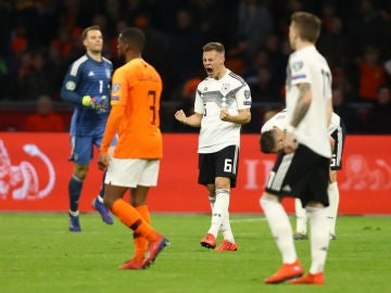 Alemania celebra un gol contra Holanda