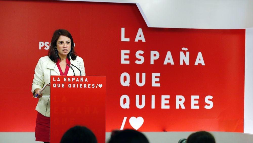 La vicesecretaria del PSOE, Adriana Lastra , durante la rueda de prensa esta mañana en la sede en Ferraz