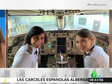 Angie Cárdenas y Tatiana Arús recrean la imagen de las pilotos madre e hija que triunfa en las redes sociales