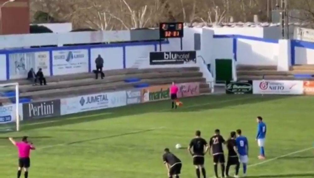 ¡Increíble! El Almansa ejecuta un penalti indirecto al más puro estilo Johan Cruyff