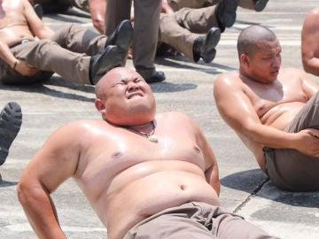 Policías tailandeses gordos
