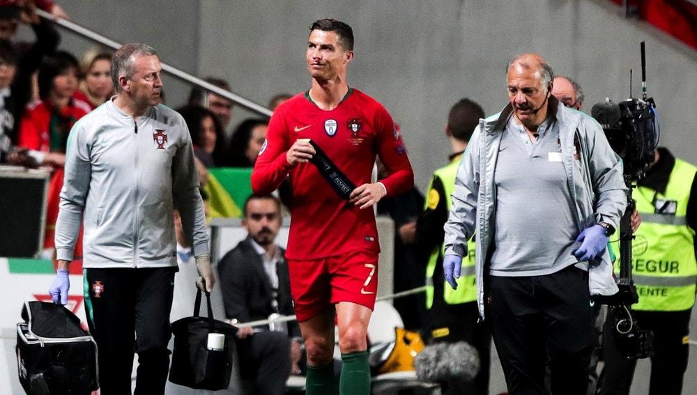 Cristiano Ronaldo se retira lesionado del terreno de juego