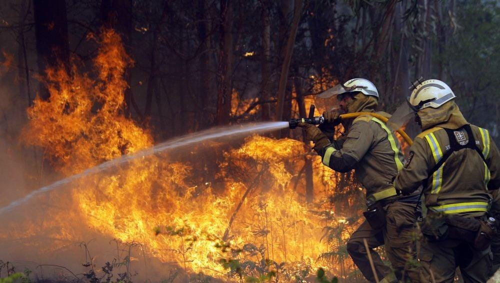 Focos del incendio en la localidad coruñesa de Rianxo