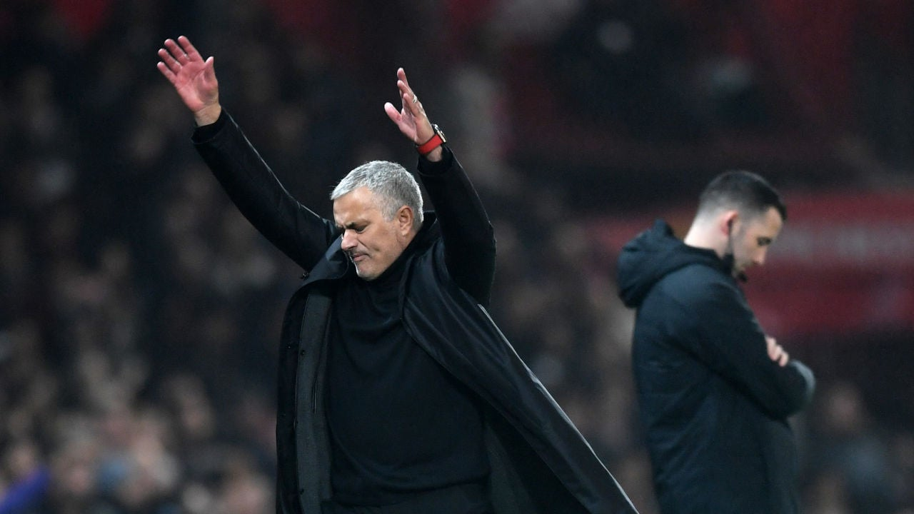 Mourinho se desespera en la banda durante un partido