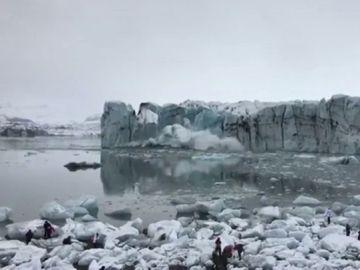 La caída de parte de un glaciar provoca un 'minitsunami' en un lago de Islandia