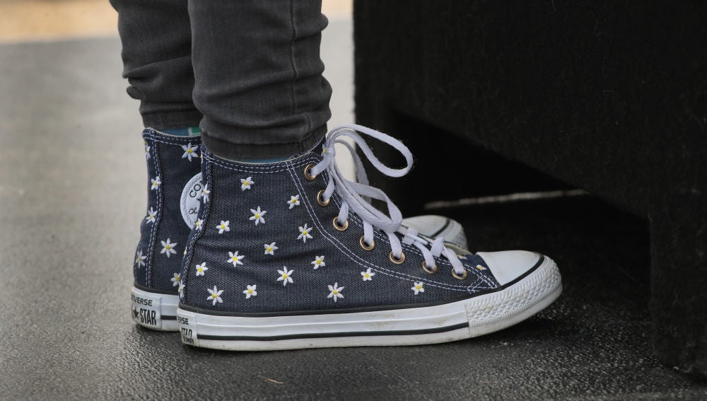 Jóvenes con zapatillas