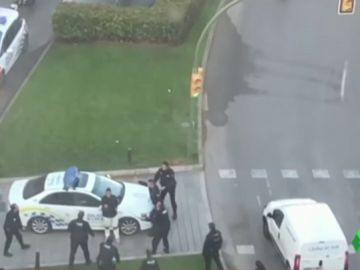 Detenido un hombre tras amenazar con dos cuchillos a varios agentes en Palma de Mallorca