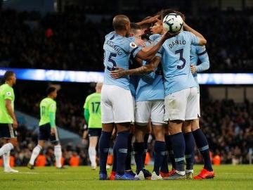 Los jugadores del City celebran un gol ante el Cardiff