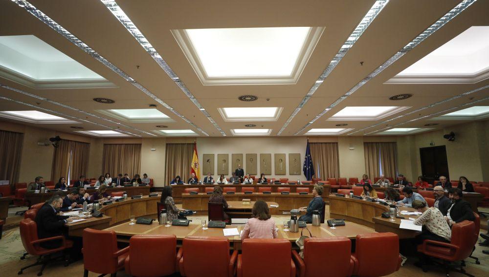Vista general de la reunión de la Diputación Permanente en el Congreso de los Diputados.