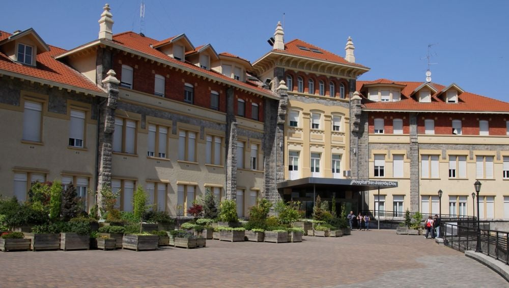 Fachada del edificio del Hospital San Juan de Dios, en Santurtzi, Bizkaia.