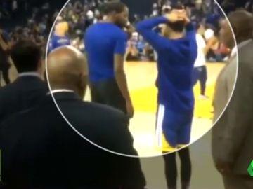 La reacción de Stephen Curry cuando Kevin Durant le cuenta el asesinato de Nipsey Hussle