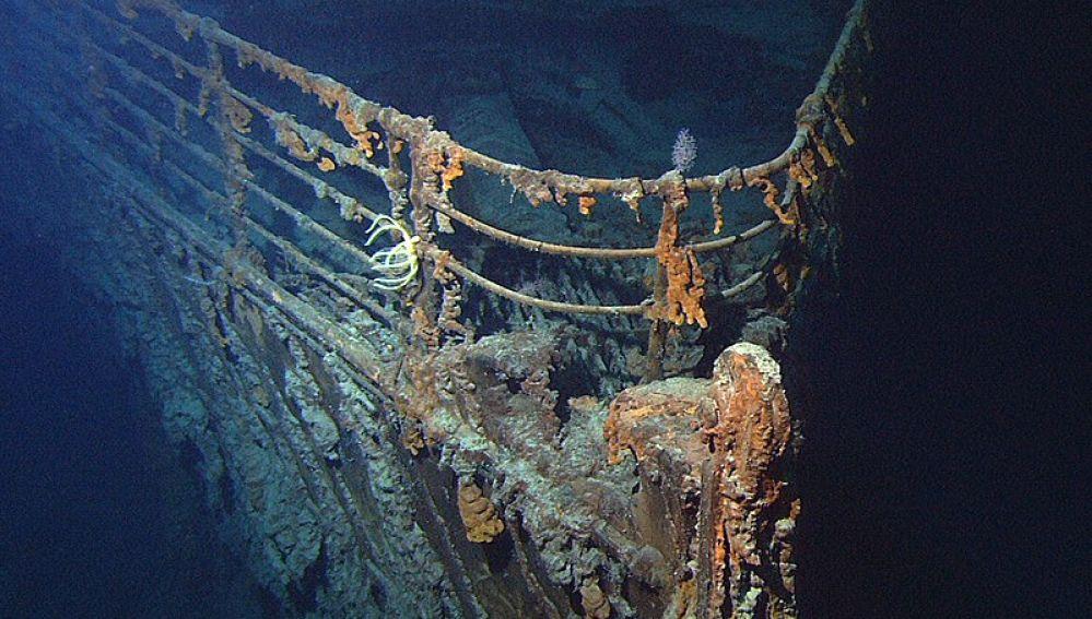Un submarino chocó contra el Titanic y lo ocultaron