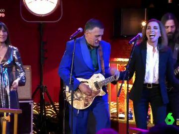 Wyoming canta 'Maneras de Vivir' junto a Amaral y Ana Belén para despedir el programa 2.000 de El Intermedio