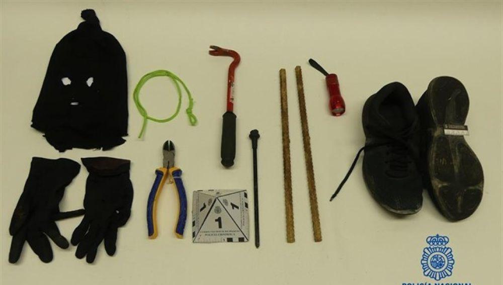 Material con el que accedía a los conductos de ventilación