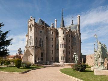 Exterior Palacio de Gaudí