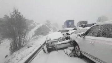 Casi 40 heridos y 50 vehículos accidentados en la A-1 a su paso por Madrid