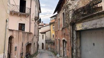 Vista de una calle de L'Aquila, capital de la región italiana de Abruzos, diez años después del terremoto de 2009.