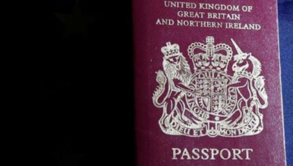 Imagen de archivo de un pasaporte de Reino Unido