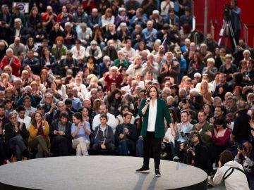 Ada Colau en un acto de L'Hospitalet de Llobregat