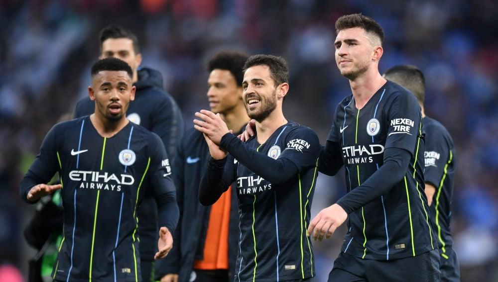 Los jugadores del Manchester City celebran la victoria