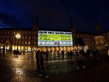 Papeles de Bárcenas proyectados en la Plaza Mayor de Madrid