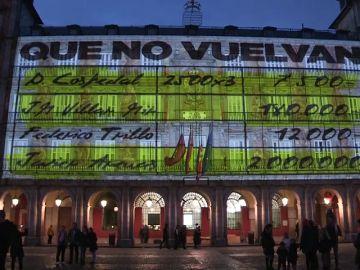 Unidas Podemos se atribuye la proyección de imágenes de los 'papeles de Bárcenas' en la Plaza Mayor de Madrid