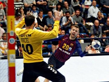 Aleix Gómez marca ante Maciel