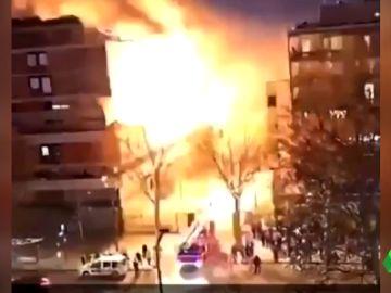 Una fuerte explosión destroza un edificio en el centro de París