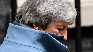 La primera ministra británica, Theresa May, sale de su residencia oficial en Londres (Reino Unido)