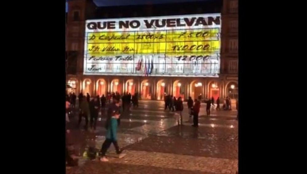 Imagen de los 'papeles de Bárcenas' proyectados en la Plaza Mayor de Madrid