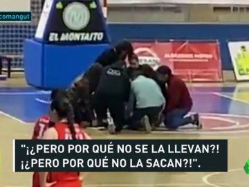 Una jugadora de baloncesto se desploma en pleno partido