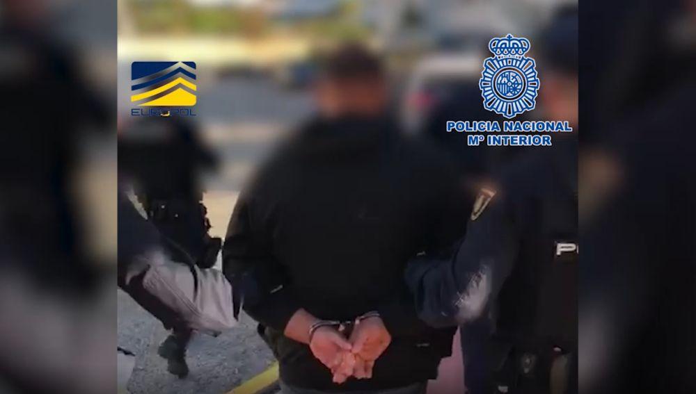 Detienen a cinco miembros de una organización criminal que tatuaba a las mujeres para indicar su propiedad