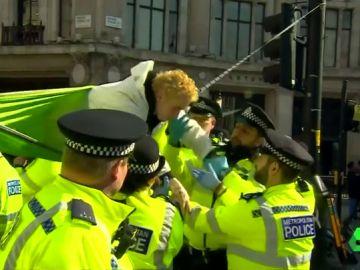 Más de 700 ecologistas, detenidos en Londres por las protestas contra el cambio climático
