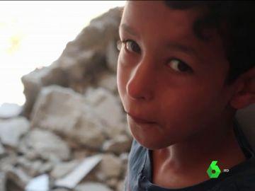 Piden evacuar urgentemente a más de 1.800 niños que sobreviven entre bombas