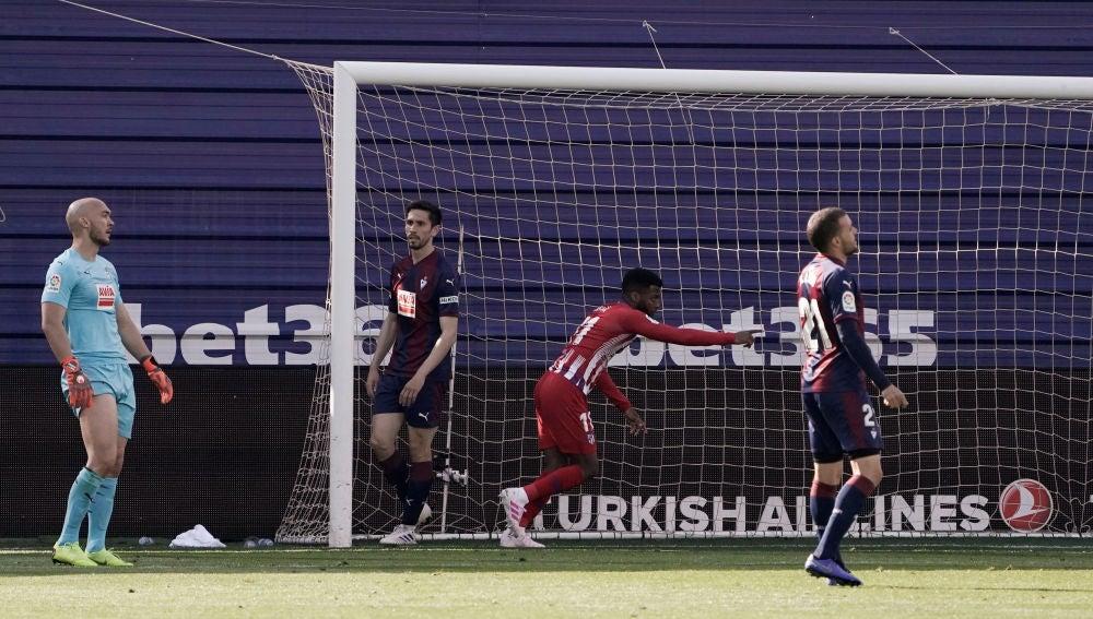 Lemar celebra su gol ante el Eibar