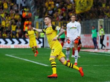 Marco Reus celebra un gol ante el Friburgo