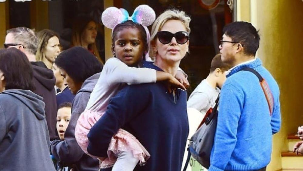 Charlize Theron y su hija