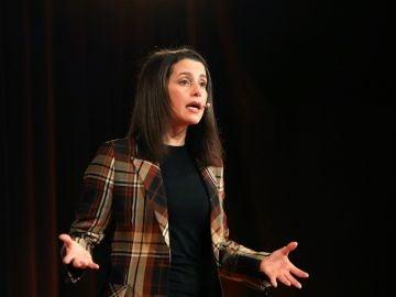 La cabeza de lista por Barcelona, Inés Arrimadas, durante un acto en Torroella de Montgrí.