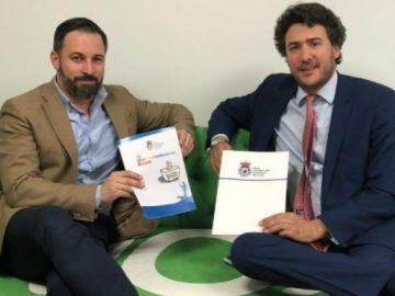 Santiago Abascal junto al presidente de la Federación Nacional de Caza, Ángel López Maraver