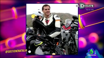 Albert Rivera subido a una moto
