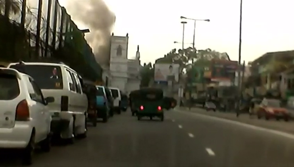 Imágenes del momento de algunas de las explosiones del atentado en Sri Lanka