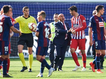 Álvaro Morata, enfadado con Alberola Rojas en el Eibar vs Atlético