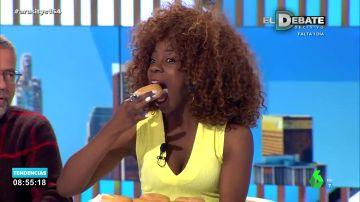 Los colaboradores de Arusitys se unen al reto impulsado por Thalía: comerse un donut de un solo bocado