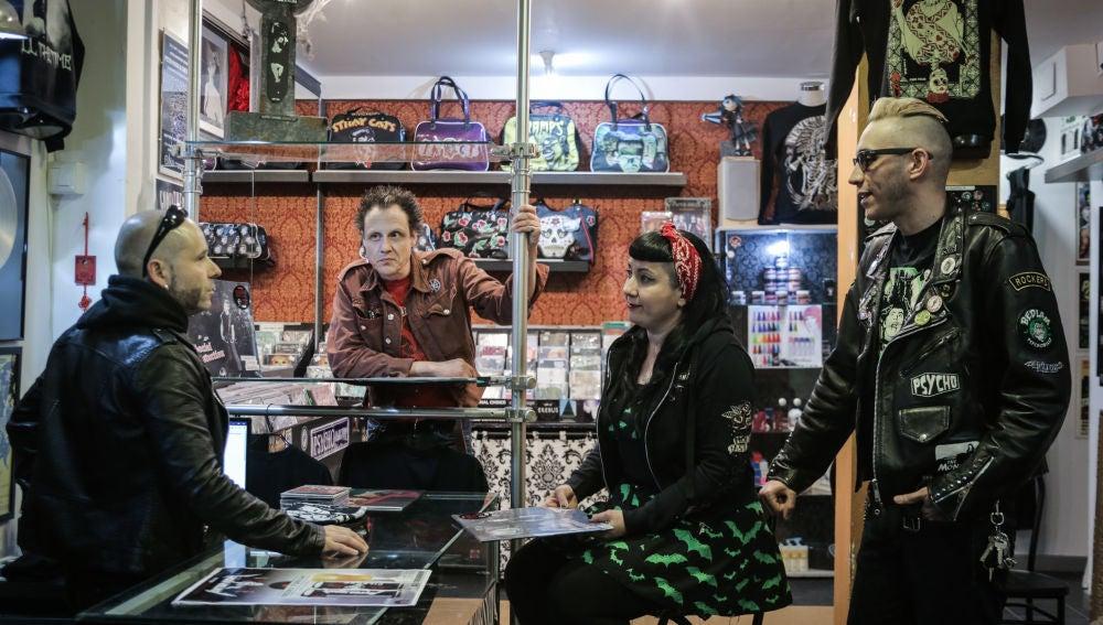 Jorge Larreina, Dani Mortaja, Ro Zombie y Alfonso Guerrero en la tienda Rara Avis