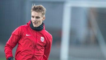 Odegaard durante un entrenamiento con la selección de Noruega