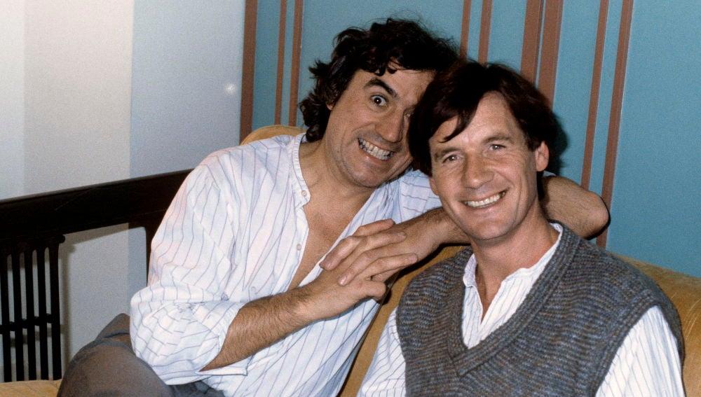 Terry Jones (izda) y Michael Palin de Monty Python posan para la prensa gráfica en 1983.